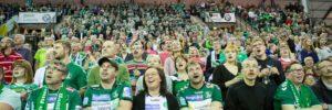 4850 Handballfans singen im Chor... Foto: Karsten Mann