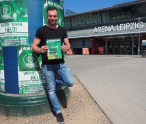 IBO und WBA Weltmeister Dominic Bösel ist jetzt auch offizieller Superheld bei den DHfK-Handballern. Foto: SC DHfK